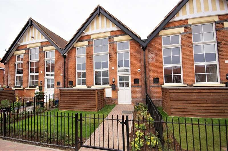 2 Bedrooms Terraced House for sale in 5 Old School Court, Hinguar Street, Shoeburyness, Essex SS3 9DU