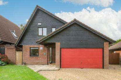 4 Bedrooms Detached House for sale in Colesbourne Drive, Downhead Park, Milton Keynes
