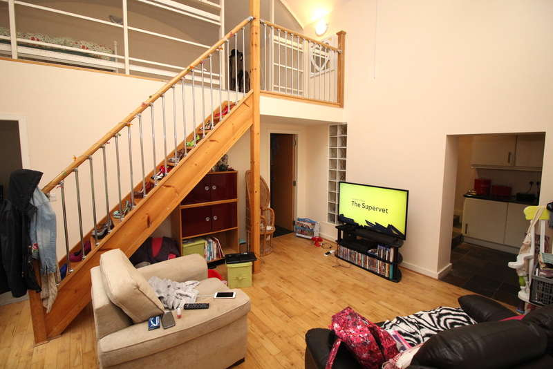 2 Bedrooms Flat for sale in Croft Street, Dewsbury