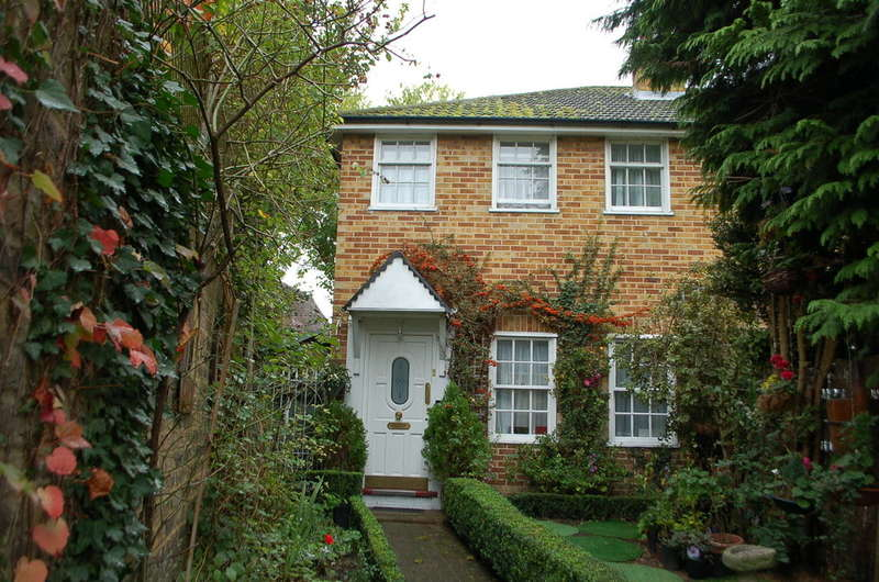 2 Bedrooms End Of Terrace House for sale in Hampton