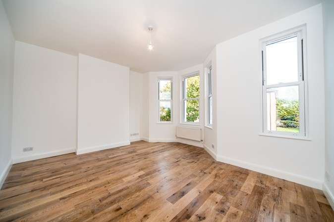 3 Bedrooms Flat for sale in Southfield Road, Chiswick