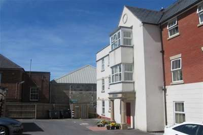 2 Bedrooms Flat for rent in Axminster