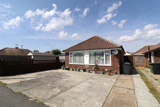2 Bedrooms Bungalow for sale in Park Croft, Polegate, BN26