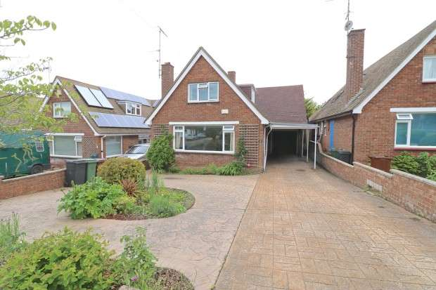 3 Bedrooms Detached House for sale in Willingdon Park Drive, Eastbourne, BN22