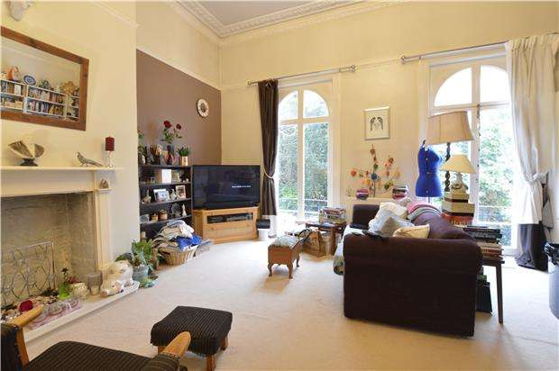 2 Bedrooms Flat for sale in Flat, Magdalen Road, ST LEONARDS-ON-SEA, East Sussex, TN37 6EP