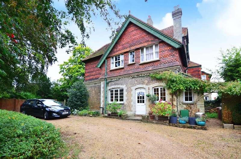 4 Bedrooms Maisonette Flat for sale in Lower Edgeborough Road, Guildford, GU1