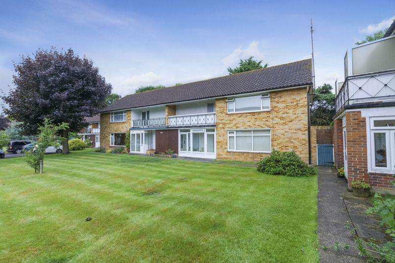 2 Bedrooms Apartment Flat for sale in Chatsmore Crescent, Goring By Sea