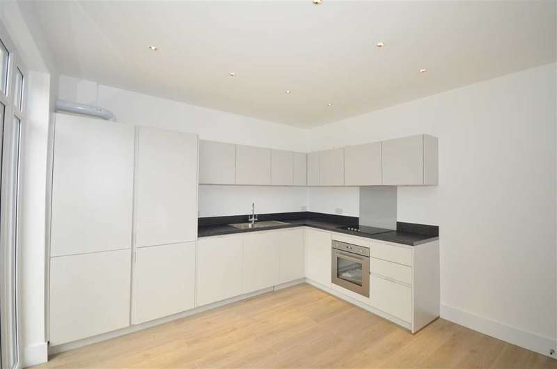 3 Bedrooms Terraced House for sale in Bexhill Road, London