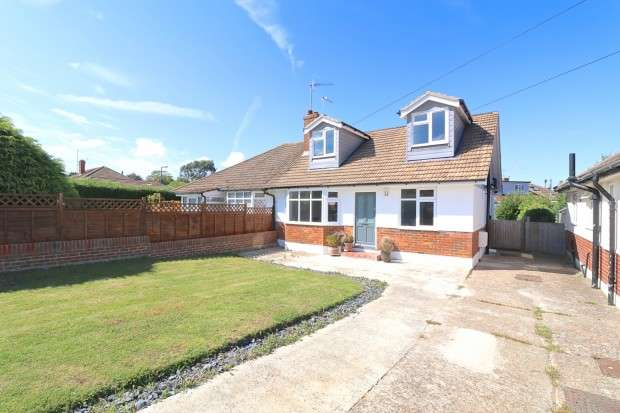3 Bedrooms Bungalow for sale in Gorringe Valley Road, Eastbourne, BN20