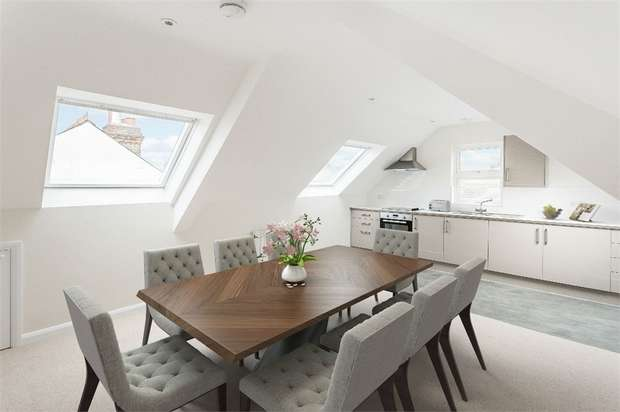 1 Bedroom Flat for sale in Cambridge Road, WALTON-ON-THAMES, Surrey