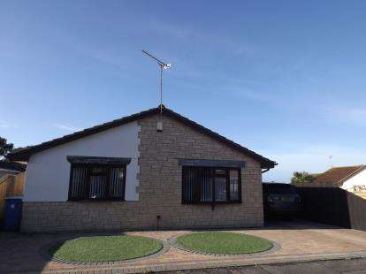 3 Bedrooms Bungalow for sale in Talbot Village, Poole