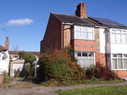2 Bedrooms Semi Detached House for sale in Melton Avenue, Leicester, Leicestershire, England