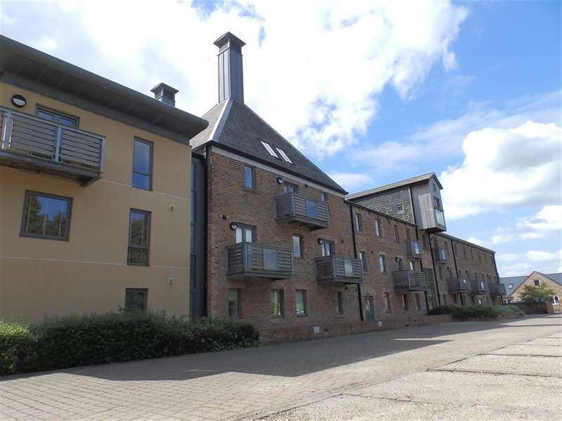 2 Bedrooms Flat for rent in Waterside, the Maltings, York, YO51 9GY