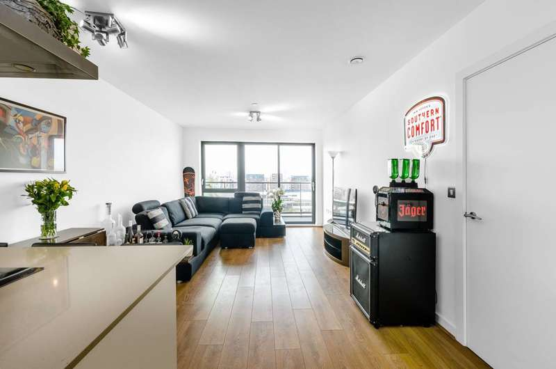 2 Bedrooms Flat for sale in Yeoman Court, Poplar, E14