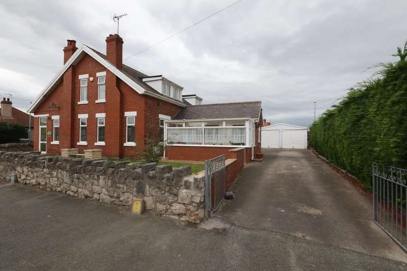 4 Bedrooms Detached House for sale in Marsh Road, RHYL, Clwyd, LL18