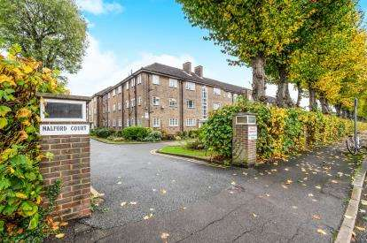2 Bedrooms Flat for sale in The Drive, South Woodford, London