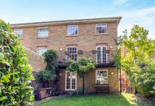 4 Bedrooms Semi Detached House for sale in The Graylings, Borstal Road, Rochester, Kent