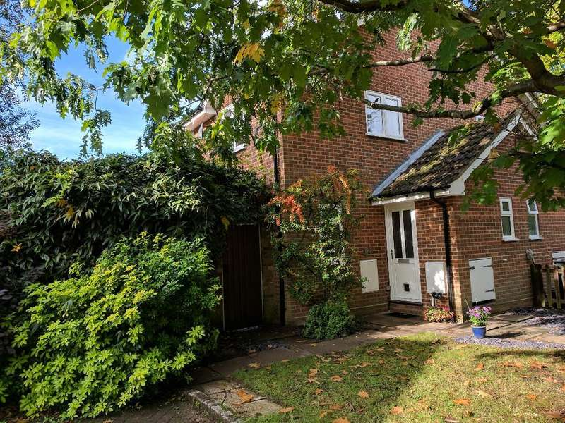 2 Bedrooms Semi Detached House for sale in Laird Court, Bagshot, Surrey, GU19 5QN