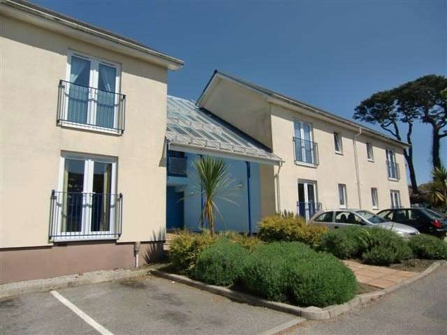 1 Bedroom Flat for sale in Newton Court, Redruth, Cornwall