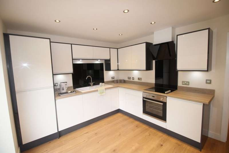 4 Bedrooms Terraced House for sale in Derdale Street, Todmorden, OL14