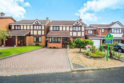 5 Bedrooms Detached House for sale in Lochalsh Grove, Willenhall, Wolverhampton, West Midlands