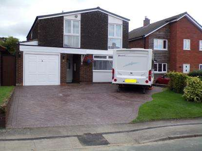 4 Bedrooms Detached House for sale in Wallington Heath, Bloxwich, Walsall