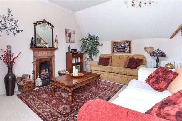 3 Bedrooms Apartment Flat for sale in Longdown Lodge, Crowthorne Road, Little Sandhurst
