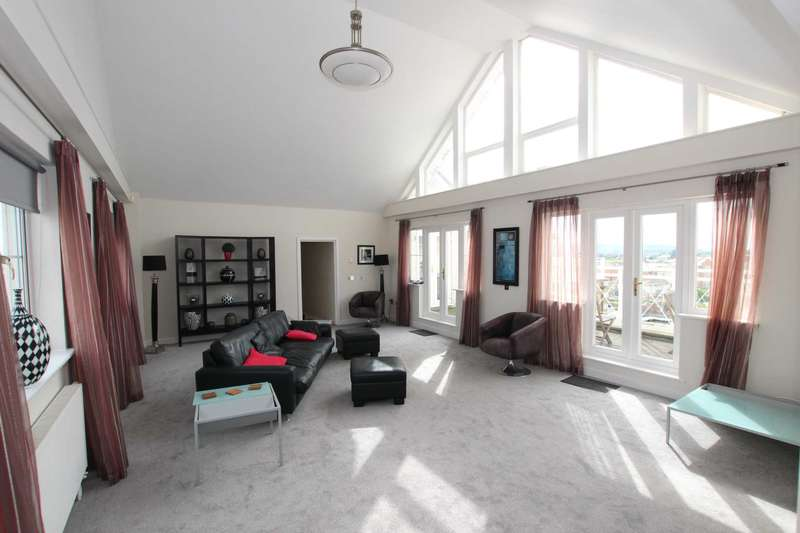 3 Bedrooms Penthouse Flat for sale in Golden Gate Way,Sovereign Harbour, Eastbourne, BN23 5PT