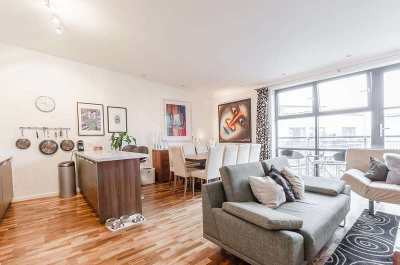 2 Bedrooms Flat for sale in Copenhagen Place, Poplar, E14