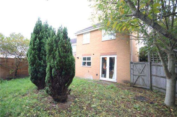 3 Bedrooms Link Detached House for sale in Denbeigh Place, Reading, Berkshire