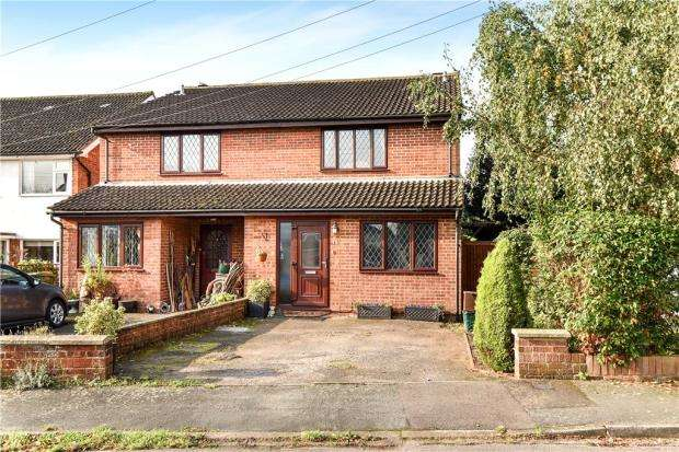 3 Bedrooms Semi Detached House for sale in Captain Cook Close, Chalfont St. Giles