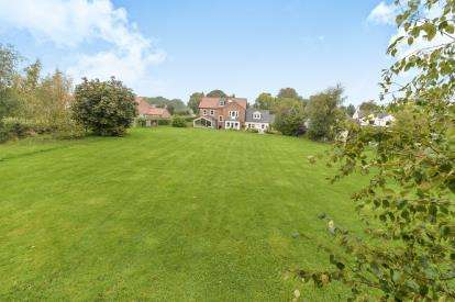 5 Bedrooms Detached House for sale in Middleton-On-Leven, Yarm, .