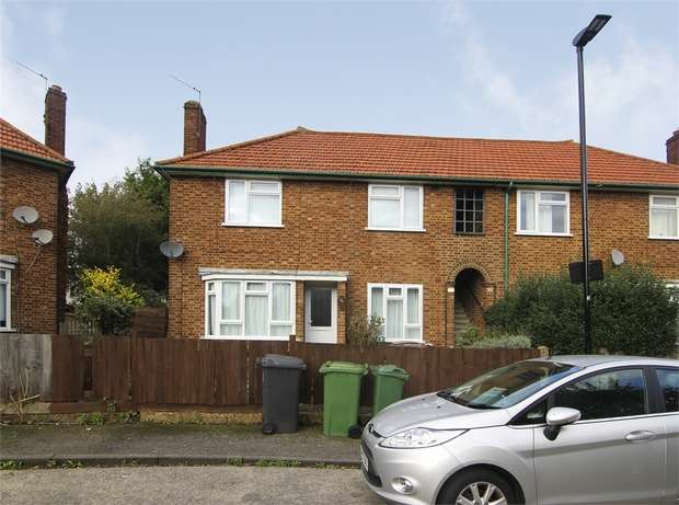 2 Bedrooms Flat for sale in Butterfields, Walthamstow, London