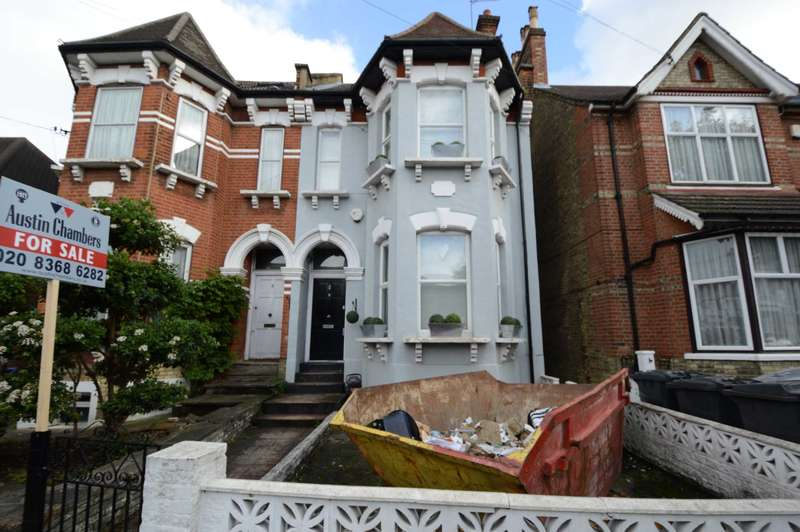 4 Bedrooms Semi Detached House for sale in Ramsden Road, London