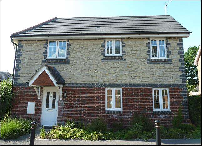 3 Bedrooms Property for sale in Hawthorn Way, Lindford, Hampshire, GU35 0RB