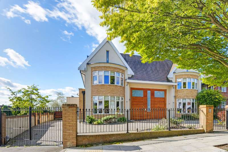 6 Bedrooms Detached House for sale in Chessington Avenue, Finchley