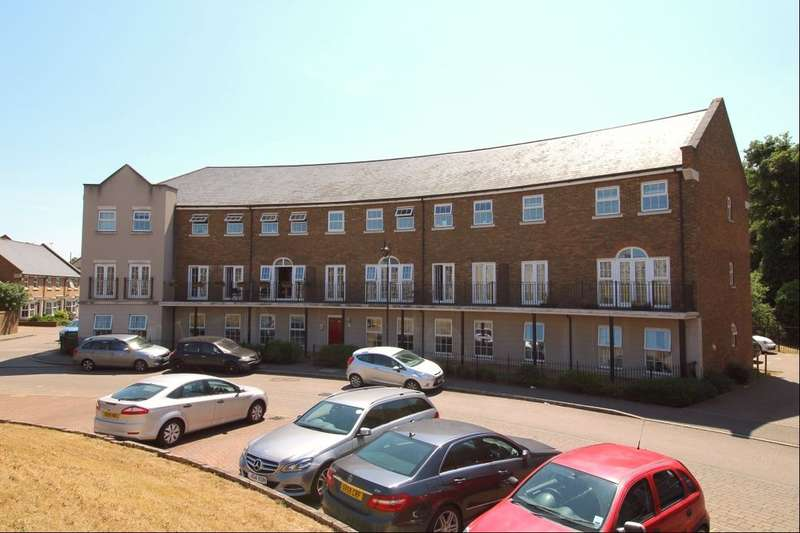 2 Bedrooms Flat for rent in Palladian Circus, Greenhithe, DA9