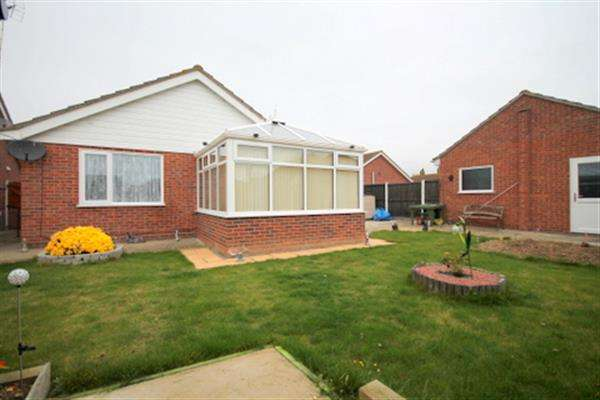 2 Bedrooms Bungalow for sale in Crome Road, Clacton on Sea