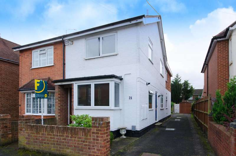 2 Bedrooms Flat for sale in Abbey Road, Horsell, GU21