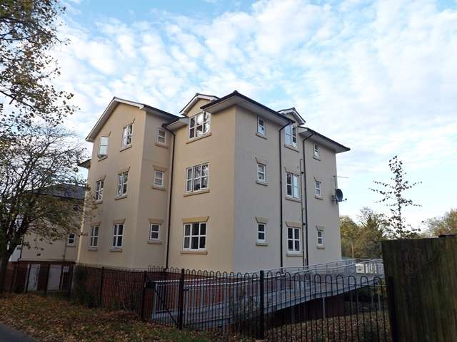 2 Bedrooms Flat for sale in Pippins Court, Waterside, Evesham