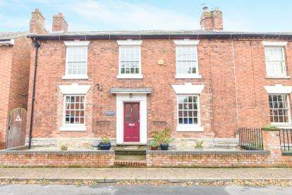 4 Bedrooms Link Detached House for sale in High Street, Bidford On Avon, Alcester