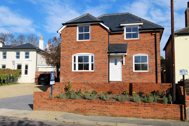 4 Bedrooms Detached House for sale in Wallington Shore Road, Wallington