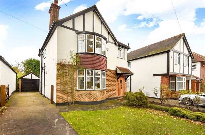 4 Bedrooms Detached House for sale in Moss Lane, Pinner