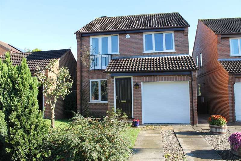 3 Bedrooms Detached House for sale in Highland Court, Easingwold, York, YO61 3QL