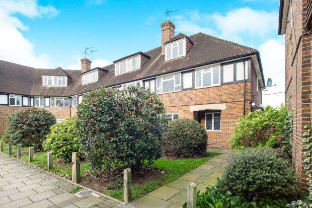 2 Bedrooms Maisonette Flat for sale in Station Approach, Hinchley Wood, Esher, Surrey