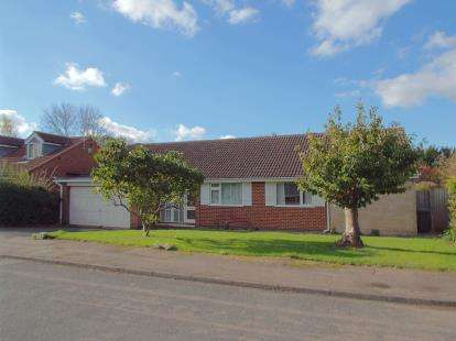 3 Bedrooms Bungalow for sale in Magnolia Close, Leicester, Leicestershire