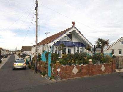 2 Bedrooms Bungalow for sale in Jaywick, Clacton On Sea, Essex
