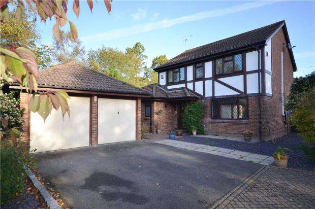 4 Bedrooms Detached House for sale in Badgers Copse, Camberley, Surrey