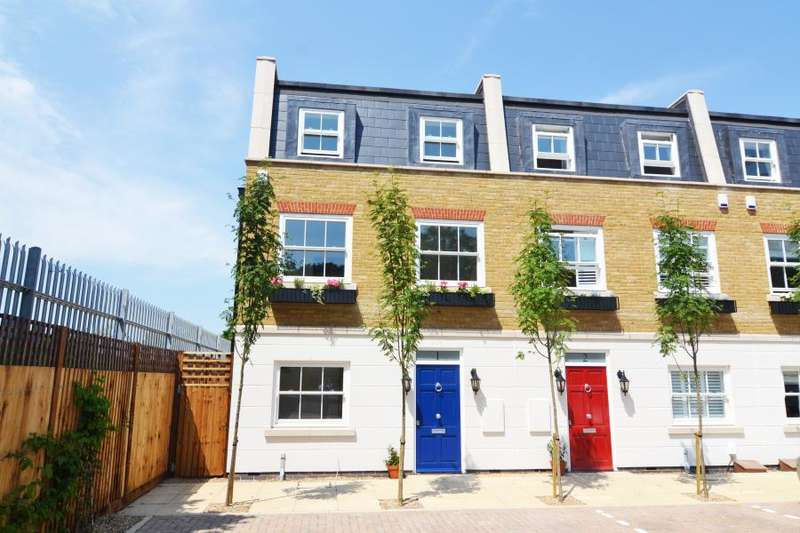 3 Bedrooms End Of Terrace House for sale in Penny Farthing Mews, Hampton Hill, TW12
