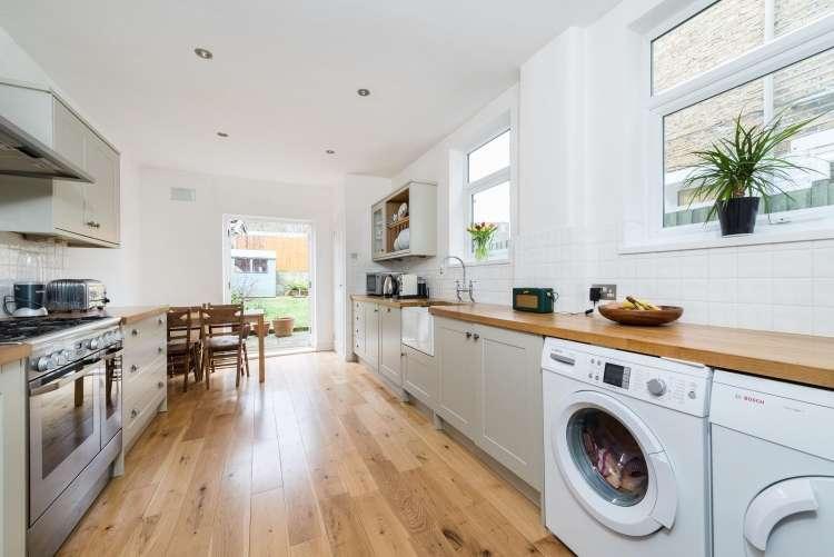 3 Bedrooms Terraced House for sale in Blashford Street Lewisham SE13